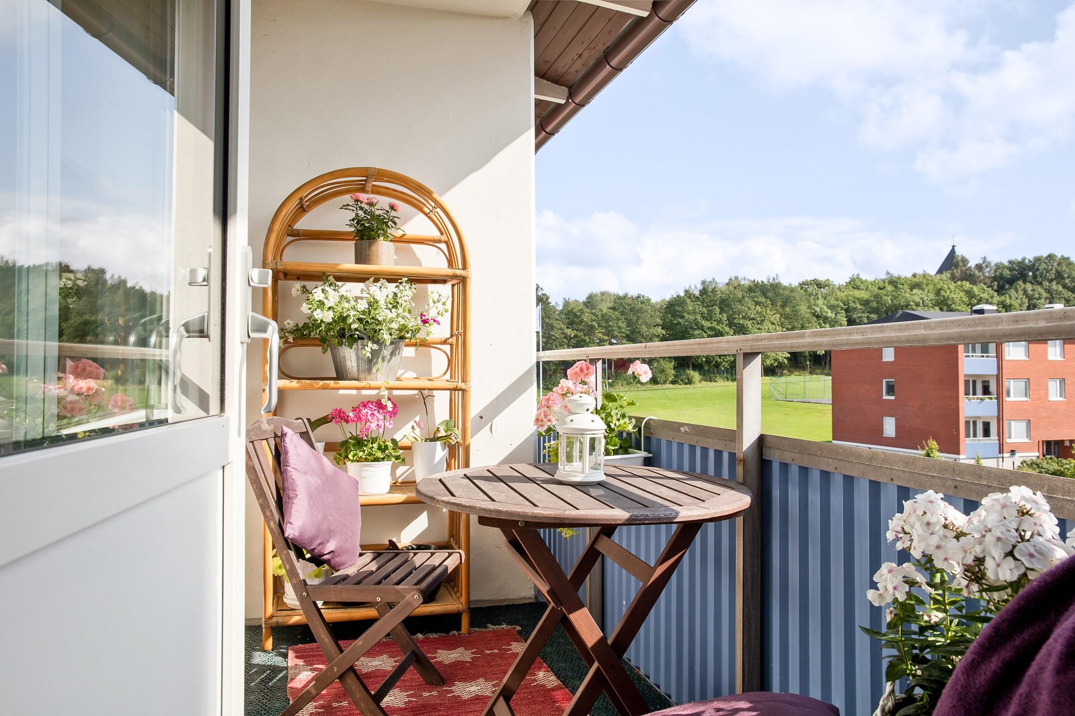 Inbjudande och soliga balkongen med sydväst läge